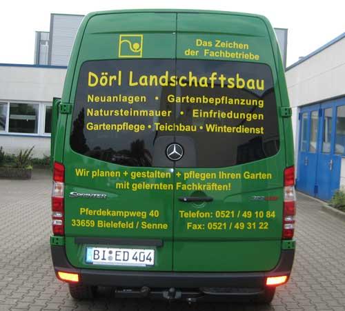 Fahrzeugbschriftung eines Transporters von hinten durch Schilder Warweg Bielefeld