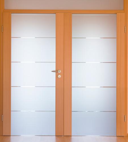 Sichtschutzfolie auf einer Bürotür