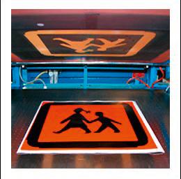 Siebdruck eines Schildes für einen Schulbus