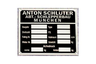 Typenschild für einen Schlepper aus eloxiertem Aluminium