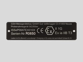 Eloxiertes Aluminium, schwarz, Typenschild Messgerätebau mit Seriennummer per Laserbeschriftung